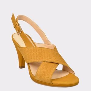 Sandale CLARKS galbene, Dalilot, din nabuc