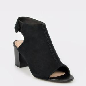 Sandale CLARKS negre, Deva Bell, din piele intoarsa