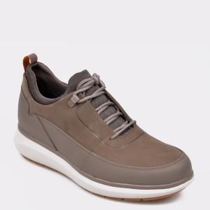 Pantofi CLARKS maro, Unvenlo, din nabuc