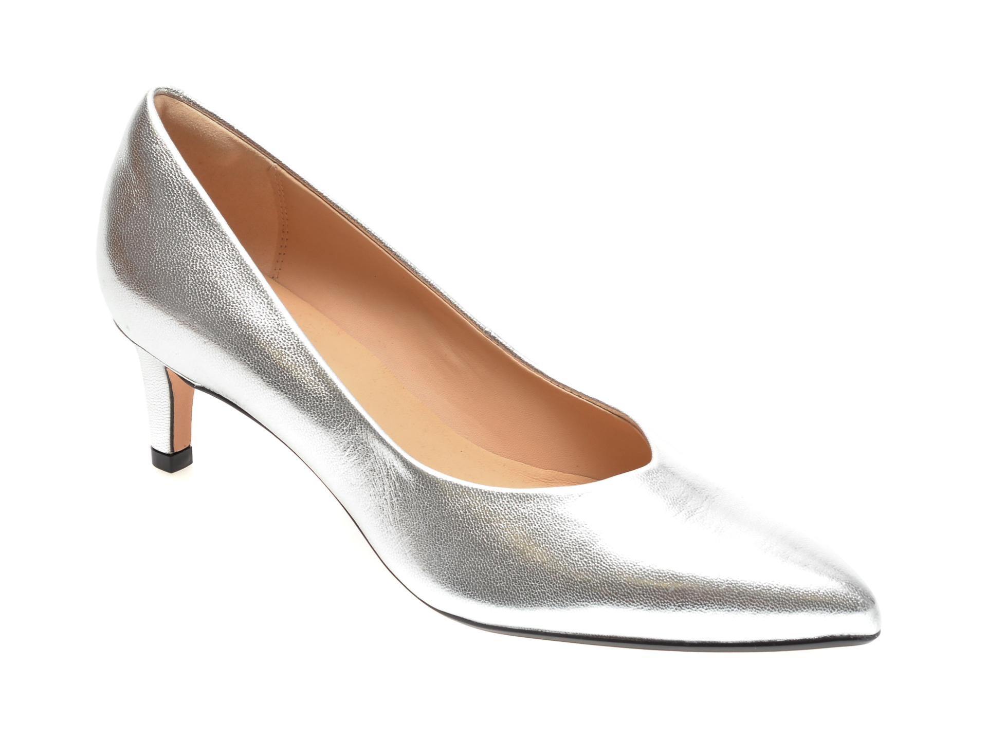Pantofi CLARKS argintii, LAI55C2, din piele naturala lacuita imagine
