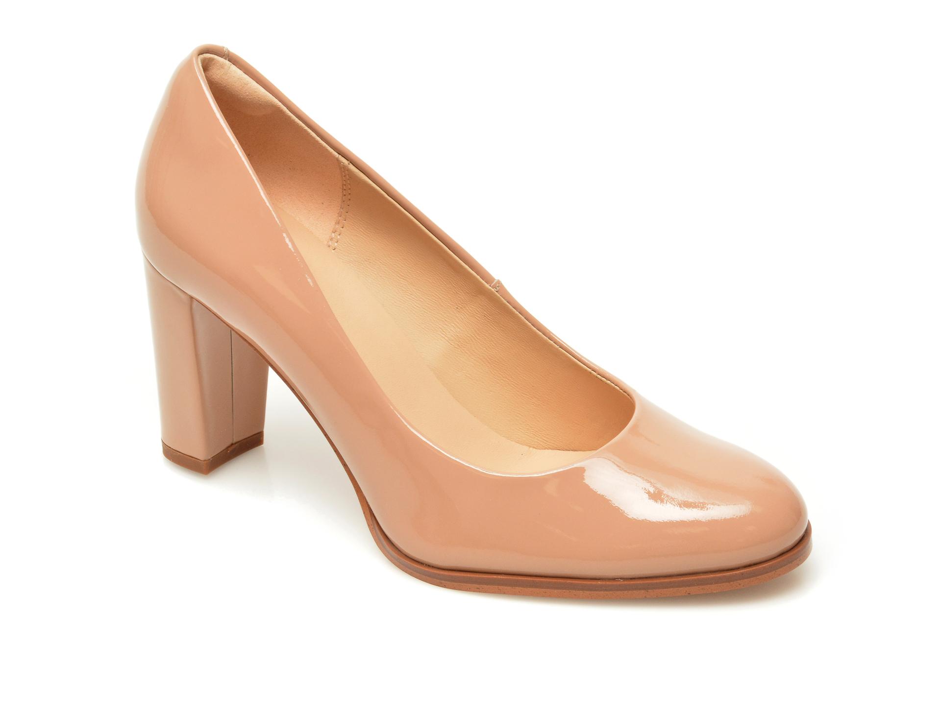 Pantofi CLARKS bej, Kaylin Cara 2, din piele naturala lacuita imagine otter.ro