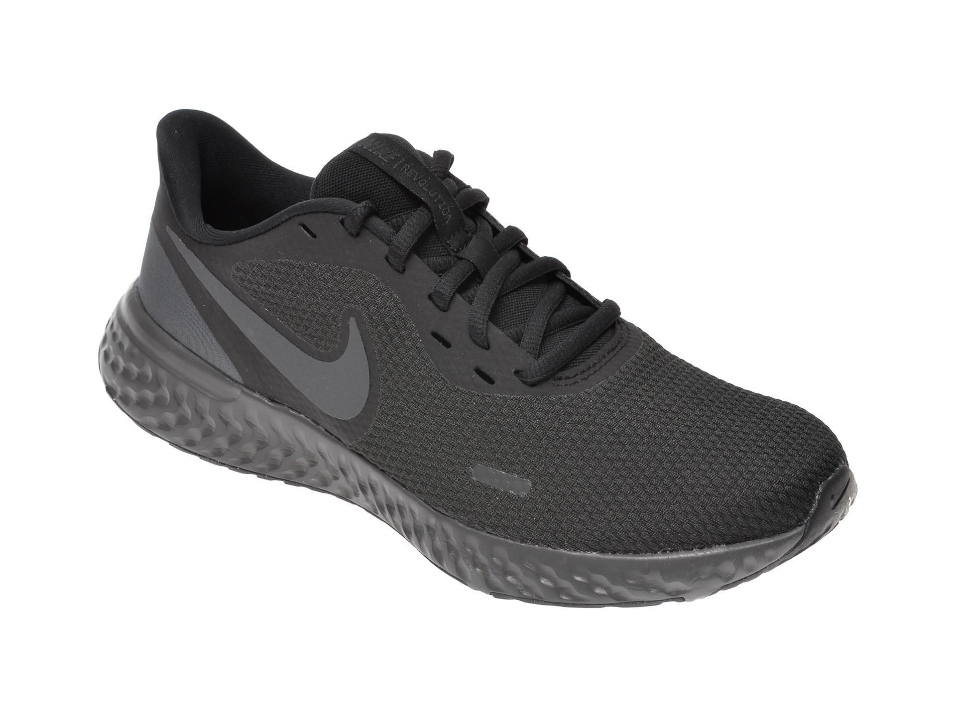 Pantofi sport NIKE negri, Revolution 5, din material textil